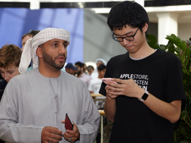 Crowds go crazy for first Apple Store in UAE