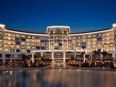 Book a staycation at Waldorf Astoria Dubai Palm Jumeirah and dine in the hotel for just Dhs5