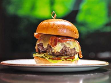 Amazing burger and beverage offers in Abu Dhabi for Dhs100 or less