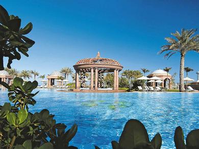 Brilliant swim-up bars in Abu Dhabi hotel pools