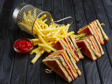 Get a free drink at Waves Bar Abu Dhabi with any burger or sandwich