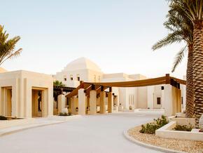 Jumeirah-Al-Wathba-Desert-Resort-&-Spa_1.jpg